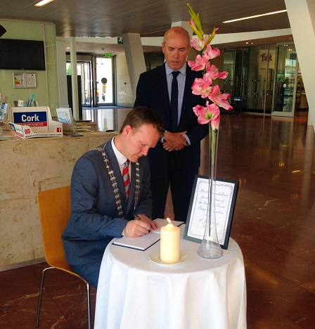 County Mayor signs Book of Condolence